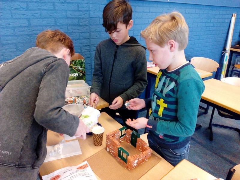 Bekijk het album Tipkaarten bouwen groep 5a